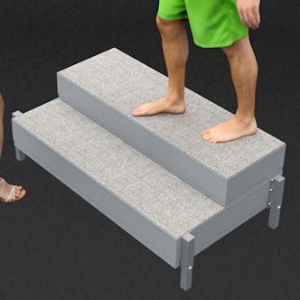 Porealtaan portaat raput. Leveys 121 cm, korkeus 33,5 cm ja korotettuna 43,5 cm.